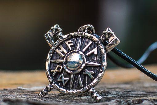 Collier Viking Nordique avec Haches et Runes en Argent