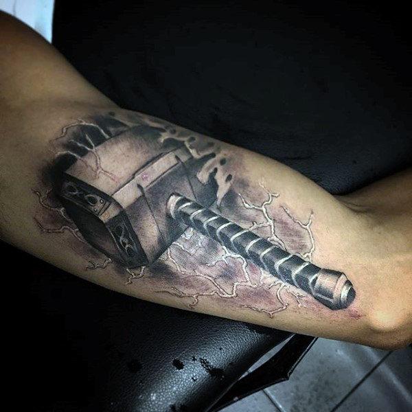tatouage marteau thor